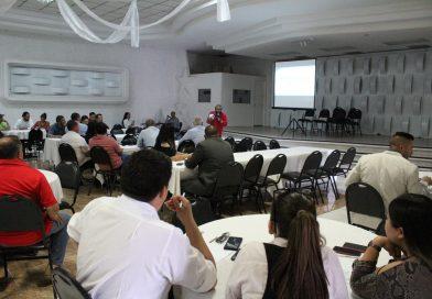 """Acuden 70 personas a conferencia """"El deporte como negocio en el turismo"""""""